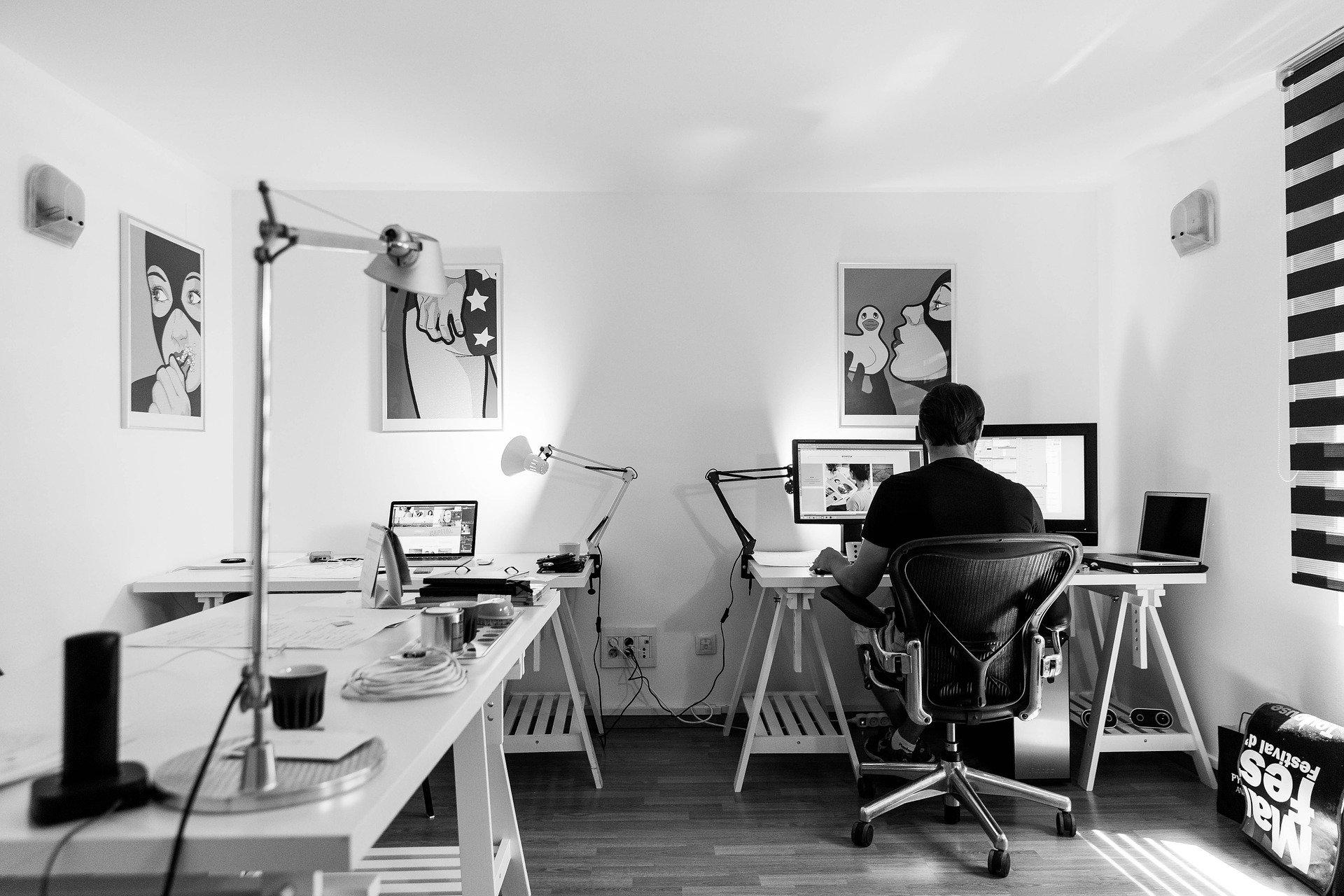 新入社員の社内研修は今や動画研修が当たり前。行き届いた研修用動画の作り方とは。