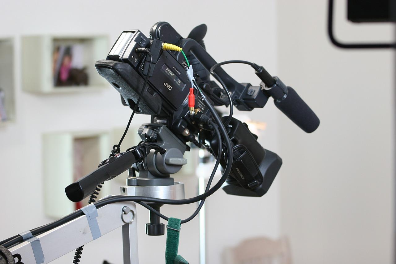 セミナー動画撮影に必要な道具「カメラ」   自分でも可能!セミナーを動画で撮影するメリットと見せ方のテクニック