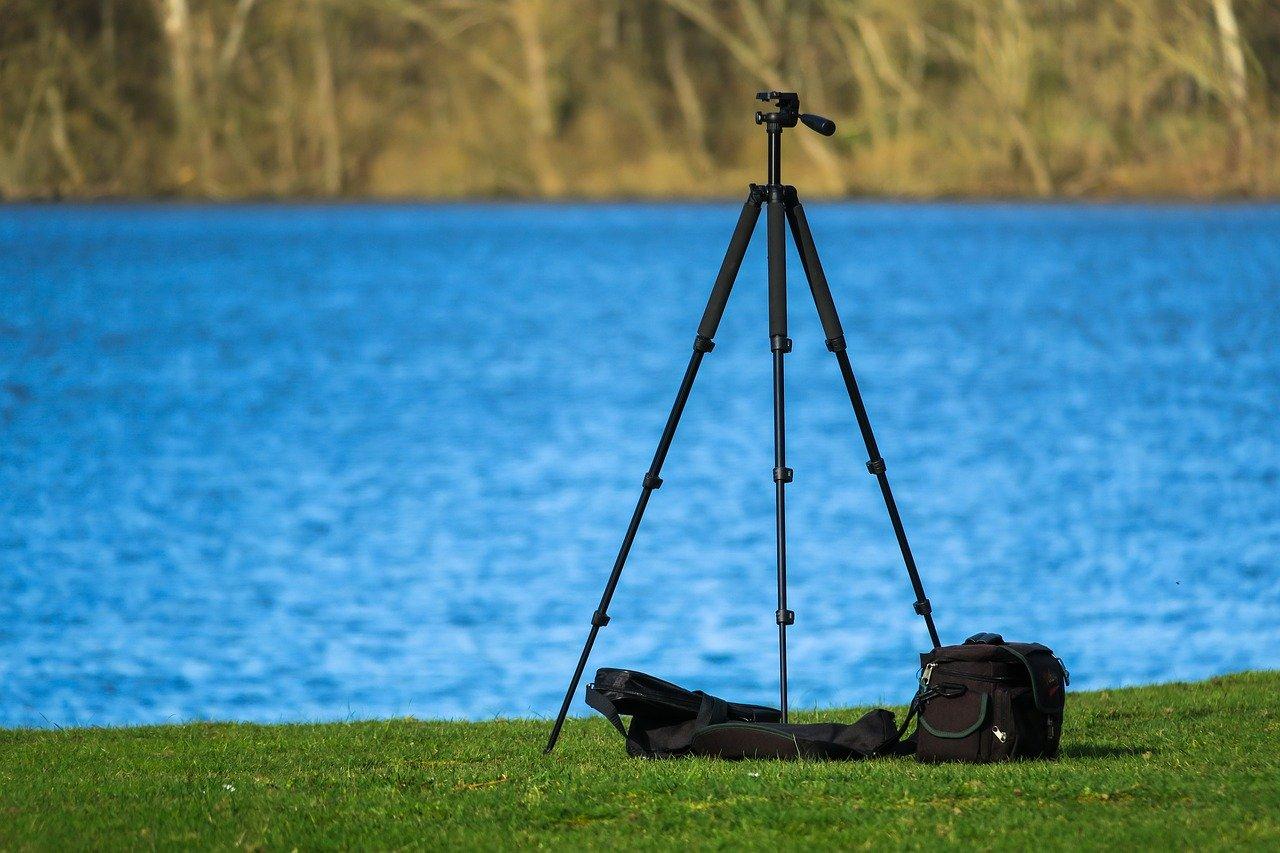 セミナー動画撮影に必要な道具「三脚」   自分でも可能!セミナーを動画で撮影するメリットと見せ方のテクニック